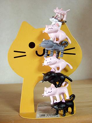 ピンクのネコが、ウーパールーパーに見えて仕方ありません、、、