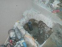 汚水配管ルート解散ハツリ作業