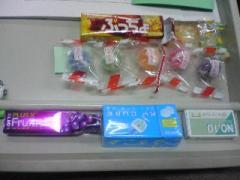 机が駄菓子屋