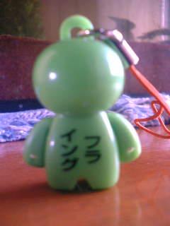 緑の人形背中