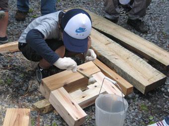 間伐材ベンチ作り