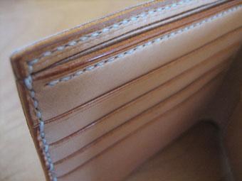 コードバンの財布のコバ