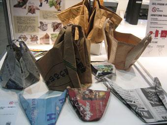 新聞紙のバッグ