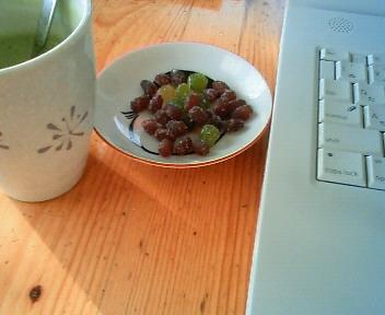 抹茶ラテと甘納豆