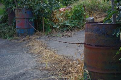 ドラム缶の柵