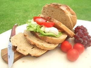 カンパーニュでサンドイッチ