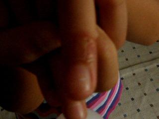 娘の左薬指爪下