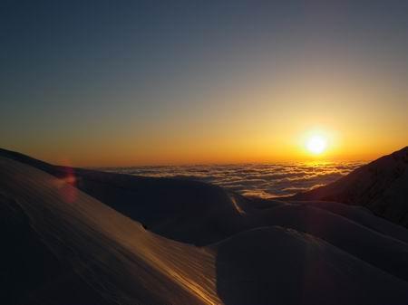 雲海に沈む夕日