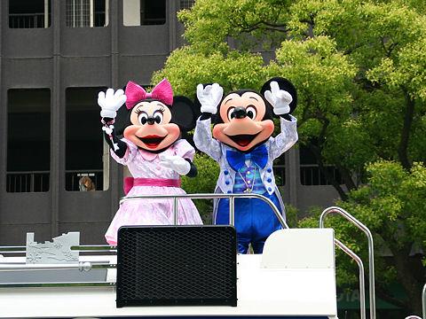 神戸まつり・ミッキーとミニー