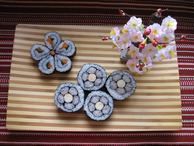 飾り巻き寿司桃の花