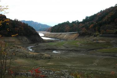 面河ダムの紅葉2