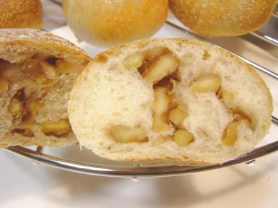 20080128ヨーグルト酵母くるみパン断面