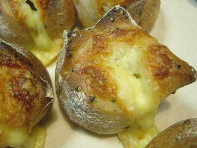 20080217ヨーグルト酵母でゴマチーズパン