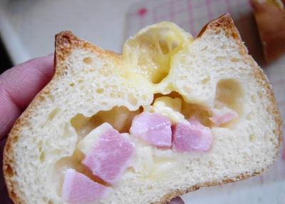 20080326角切りベーコンとチーズのパン(断面)