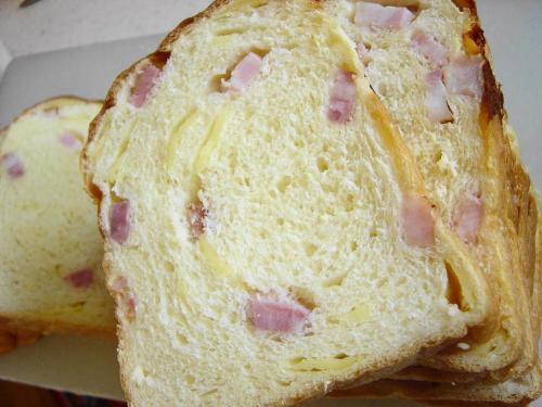 20080815角切りベーコン&チーズ食パン