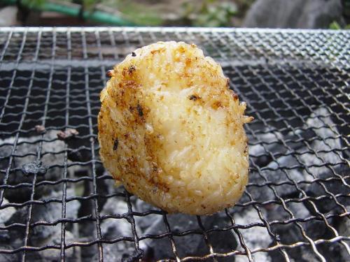 20080923庭でバーベキュー(焼肉のたれ焼きおにぎり)