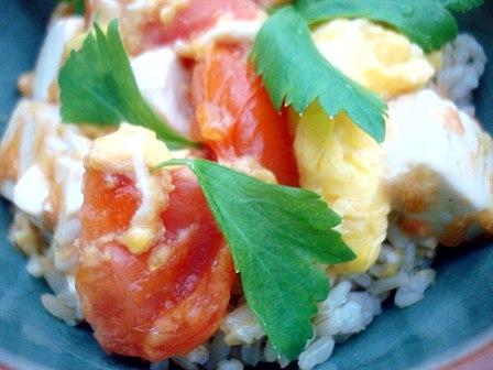 トマト卵丼