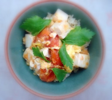 トマト卵丼2