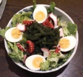 たこと海ぶどうサラダ
