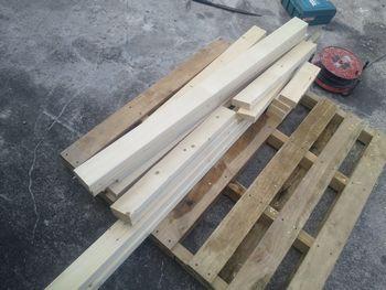 2×4木材をカット