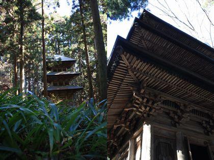 高蔵寺の三重塔
