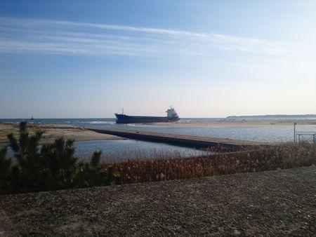 鮫川河口 パナマ船籍 貨物船