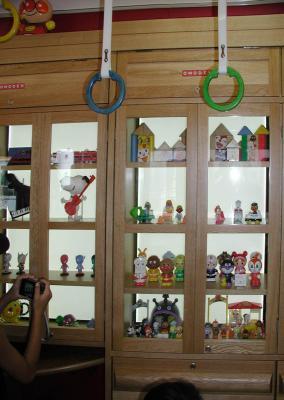 おもちゃ電車23車内ショーケース