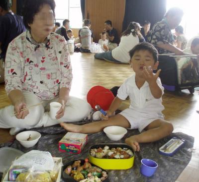 運動会2007でお弁当を食べる
