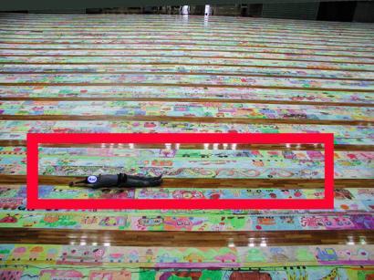 世界で一番長い絵の展示~ここで~す!