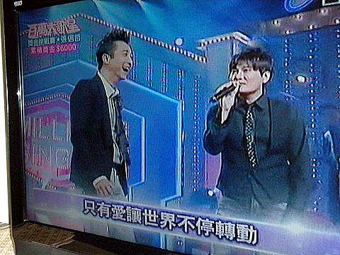 張信哲(ジェフ・チャン、写真右)と庾 澄慶(ハーレム・ユー、写真左)