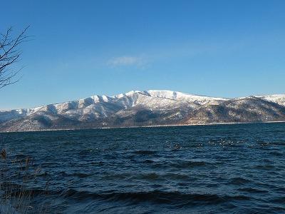 冬晴れの屈斜路湖と藻琴山