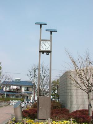 中央公園の太陽光発電時計塔