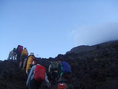 富士登山 8合目近く