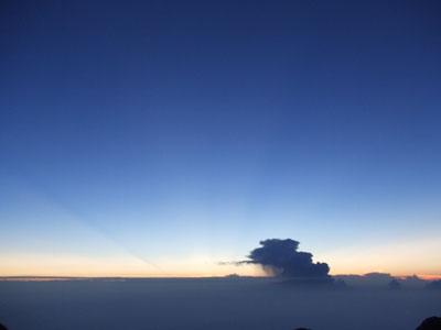富士山頂 御来光前