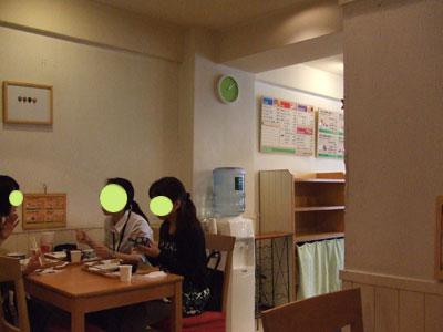 デリ&カフェ EACHIESZ(イーチーズ) 店内