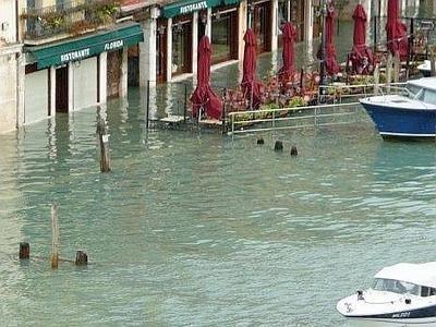 Venezia_acqua_alta_fotoRenatoGreco_ComuneVenezia--400x300.jpg