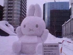 雪まつりにうさこちゃん