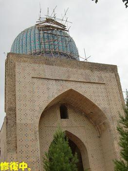 ビビハニムモスク修復中。