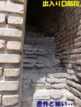 アク・サライ宮殿跡のアーチを登る!