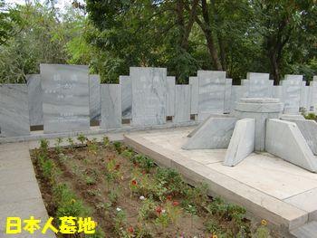 日本人墓地のなか。