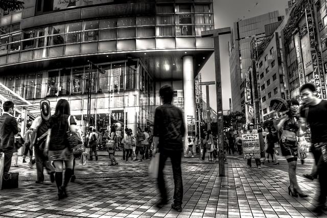 新宿駅前 j
