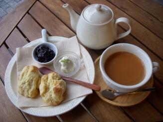 BOWLS cafe(スコーン・ロイヤルミルクティー)