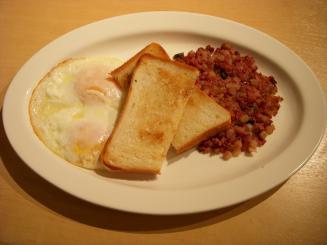Eggs'n Things(コンビーフハッシュnエッグス)