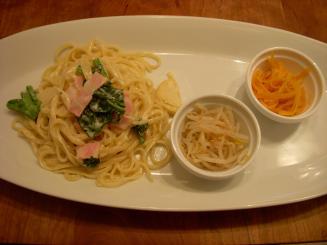 Kahemi cafe(ベーコンと旬菜のクリームパスタ)