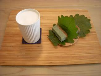 tocoro cafe(泡ラテ¥680・柏よもぎチーズケーキ¥550)