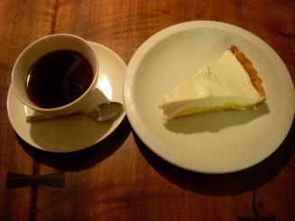 マメヒコ(レモンケーキ¥600・マメカップの深煎り珈琲¥550)