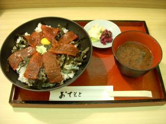 魚重(鉄火丼まぐろ7枚(並)¥750)