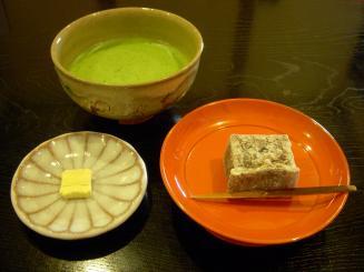 樫舎(抹茶と季節の生菓子セット(葛焼き)¥840)