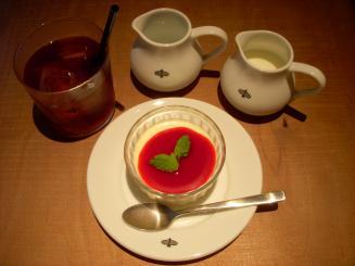 unico piu(豆乳のレアチーズケーキ¥600・オーガニックアイスティー¥600)
