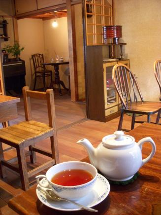 居桂詩(セットの紅茶)